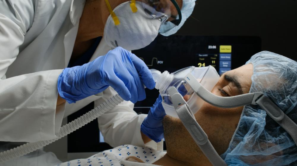 US Daily coronavirus cases tip back over 100,000