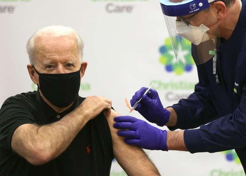 Biden celebra haber llegado a 100 millones de vacunados