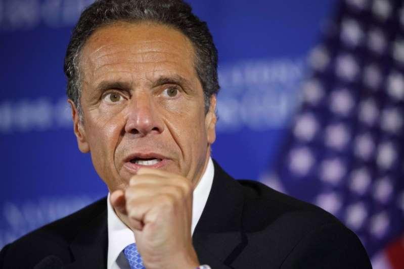 El gobernador de Nueva York se queda solo ante la presión para que dimita