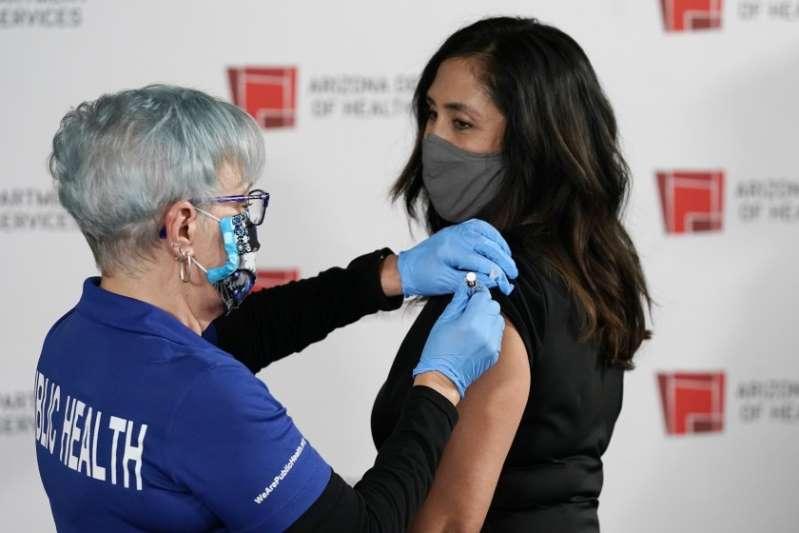 Más de 3 millones de latinos en Estados Unidos ya tienen al menos la primera dosis de la vacuna