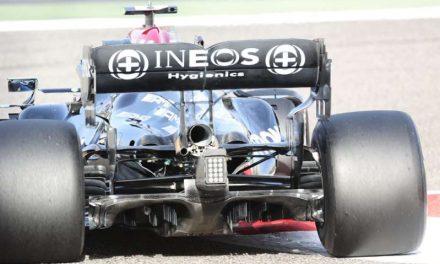Por qué Mercedes y Aston tuvieron los mismos problemas en los test
