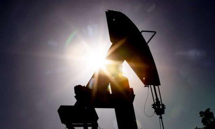 El petróleo de Texas sube 2,4 % hasta 61,42 dólares, pero baja un 6 % semanal