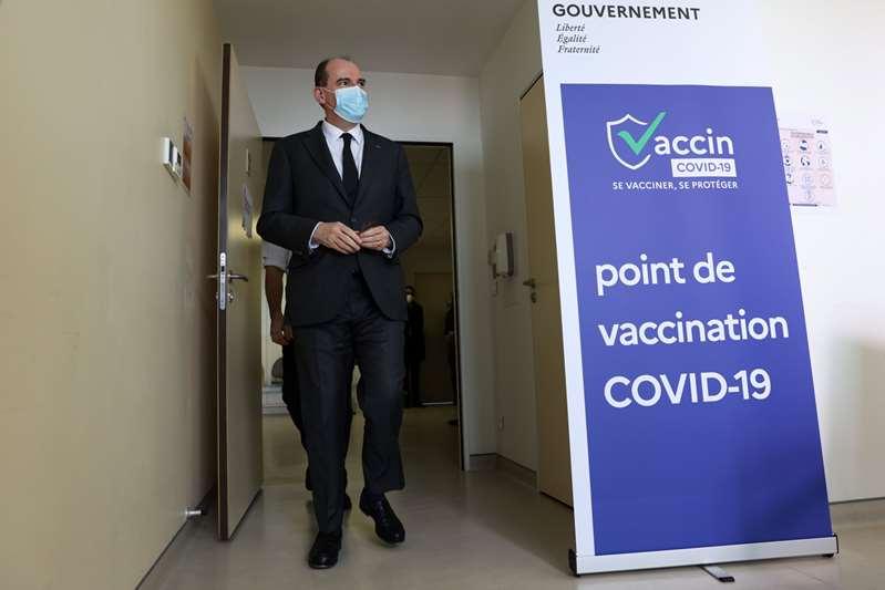 El primer ministro francés se vacuna con AstraZeneca