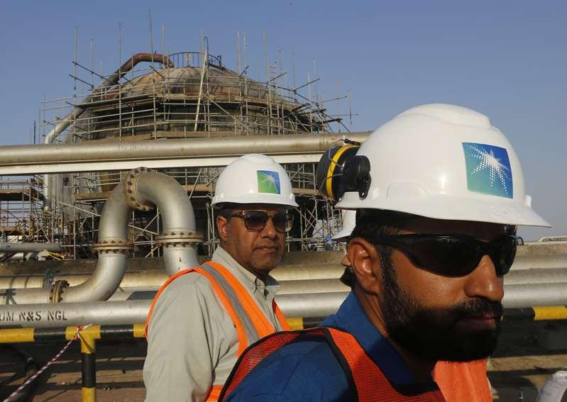 Los beneficios de la petrolera saudí Aramco caen en 2020