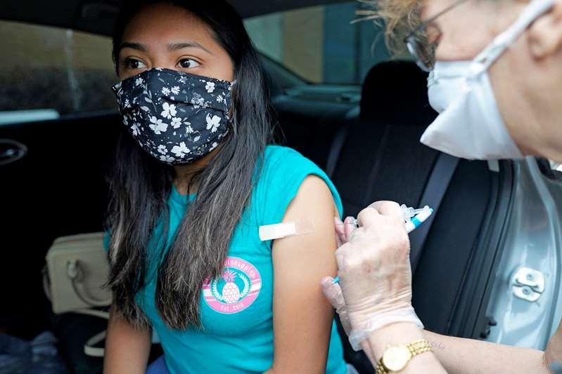 Vacuna COVID-19 será accesible a todos los adultos de Texas