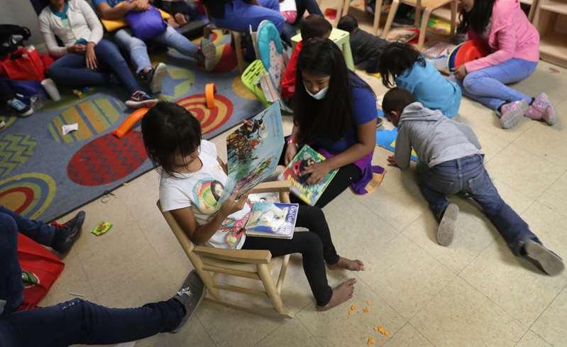 Cientos de niños migrantes en la frontera han dado positivo a COVID-19