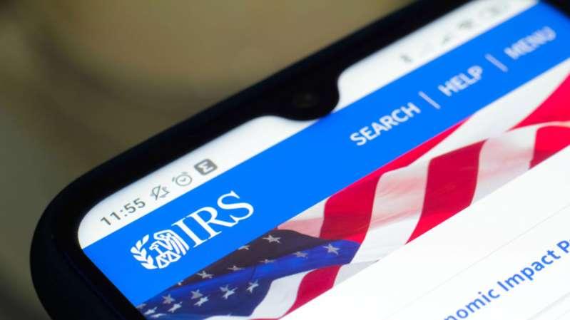 El IRS paga una cifra récord a los contribuyentes por demorarse en la devolución de declaraciones de impuestos