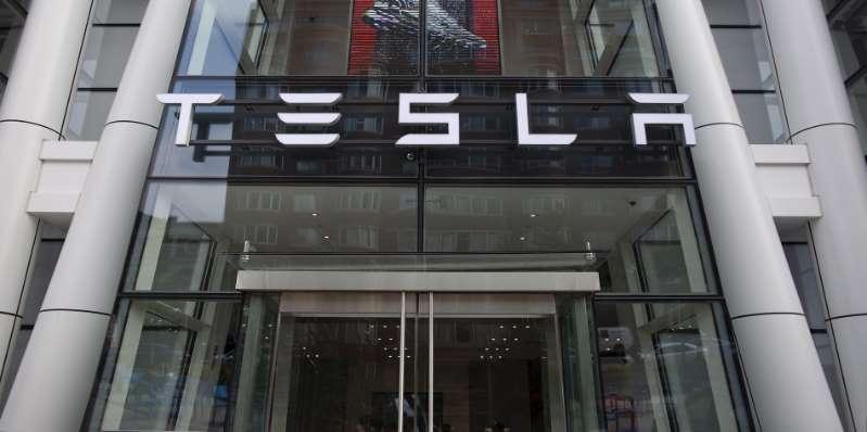 Tesla se dispara en bolsa un 20% y casi borra las pérdidas de la última semana