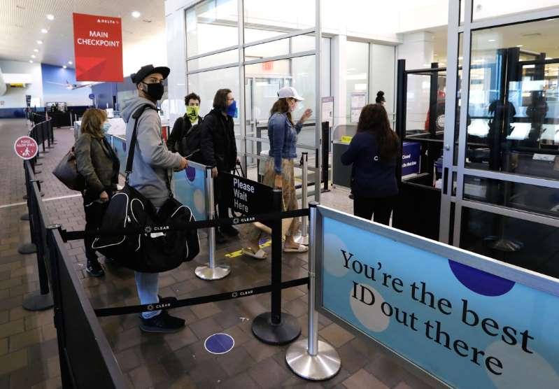 Estados Unidos registra récord de viajes en avión desde el inicio de la pandemia