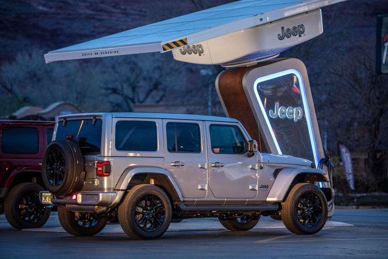Jeep crea una red de estaciones de carga en pistas todoterreno para sus vehículos eléctricos
