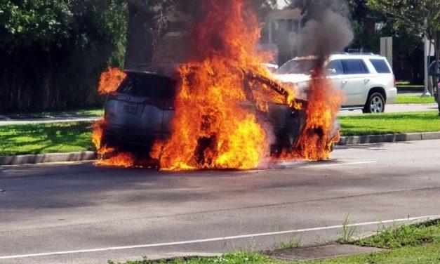 investiga Estados Unidos casi 1,9 millones de vehículos Toyota RAV4 por riesgo de incendio