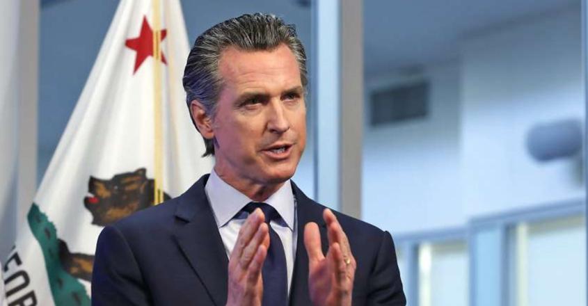Gobernador de California, Gavin Newsom se lanza contra Gobernador de texas, Greg Abbott por abandonar el uso de mascarillas