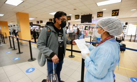 COVID: lo que debes saber si vienes a Estados Unidos o viajas al exterior