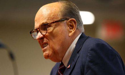 Rudy Giuliani: Agentes federales registran la vivienda del exabogado personal de Trump
