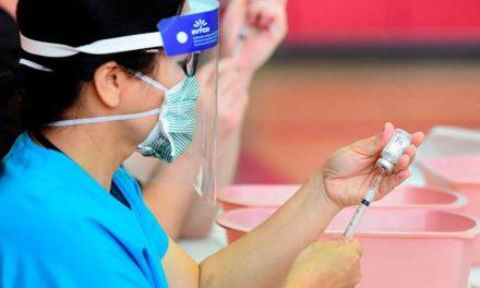 ¿Por qué miles de vacunas contra el COVID-19 están terminando en la basura en Estados Unidos?
