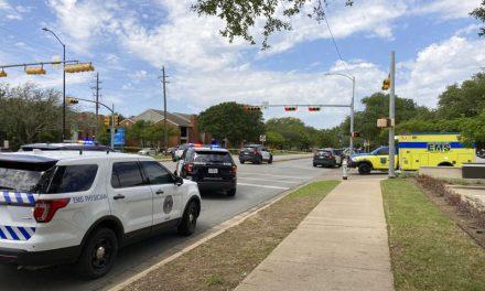 Tiroteo en Austin dejó al menos tres muertos, incluidas dos mujeres latinas. La policía busca al sospechoso, un exagente del Sheriff