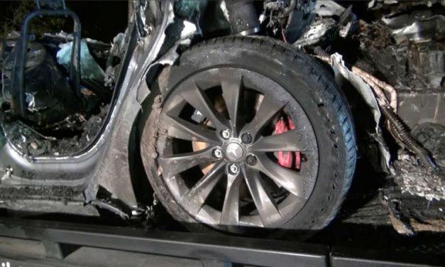 La policía exigirá datos del accidente de Tesla en Texas y Musk niega el uso del piloto automático