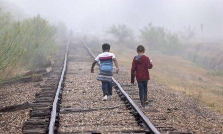 El gobierno de Estados Unidos tiene a más de 21,000 niños inmigrantes en el proceso de reunirse con familiares