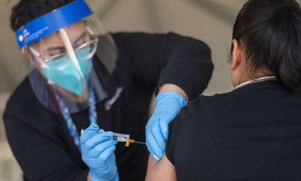 Personas mayores de 50 años ya pueden vacunarse en California