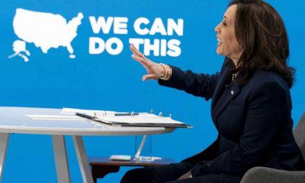 Biden crea coalición comunitaria para impulsar vacunas COVID
