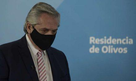 Presidente de Argentina se vacuna con la Sputnik V y da positivo a COVID-19