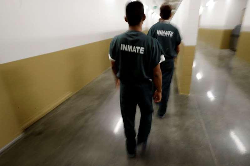 Aumenta el número de inmigrantes detenidos por ICE que dan positivo al COVID-19