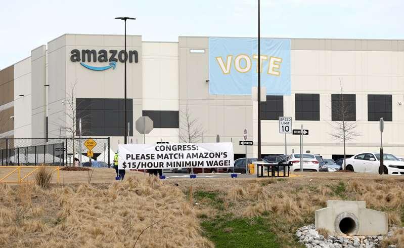 Trabajadores de Amazon rechazan crear el primer sindicato de la compañía en