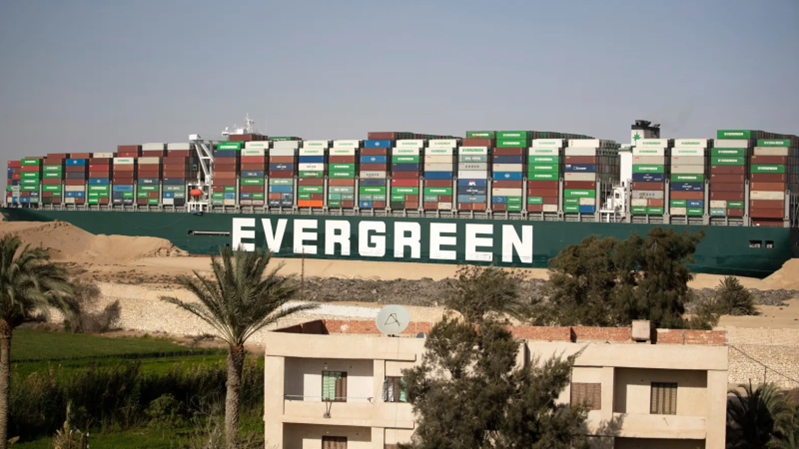 Egipto exige una compensación de 1000 millones de dólares o no devolverá el barco Ever Given a sus propietarios