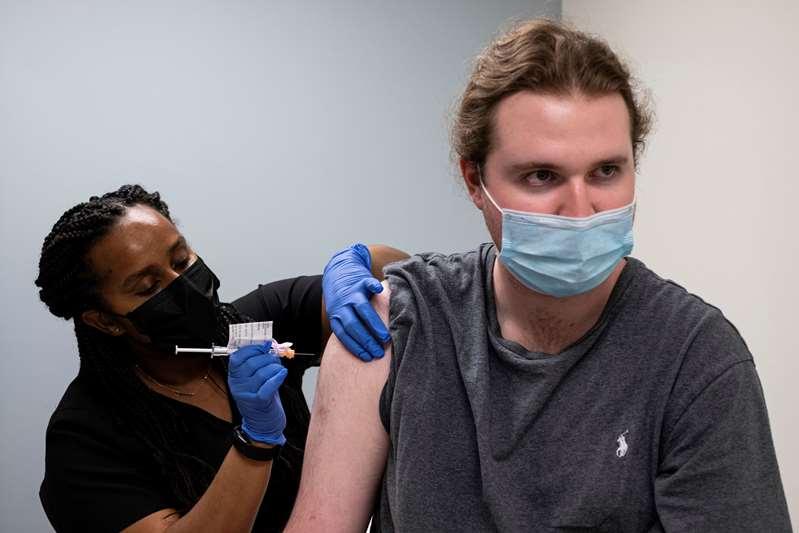 Ensayan 3ra dosis de vacuna anti-COVID que resiste variantes
