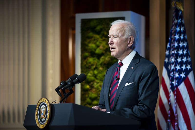 Biden revertirá la orden de Trump que rebajó estándares contra la contaminación