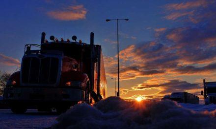 California, en problemas por la escasez de conductores de camiones con la cosecha en puerta