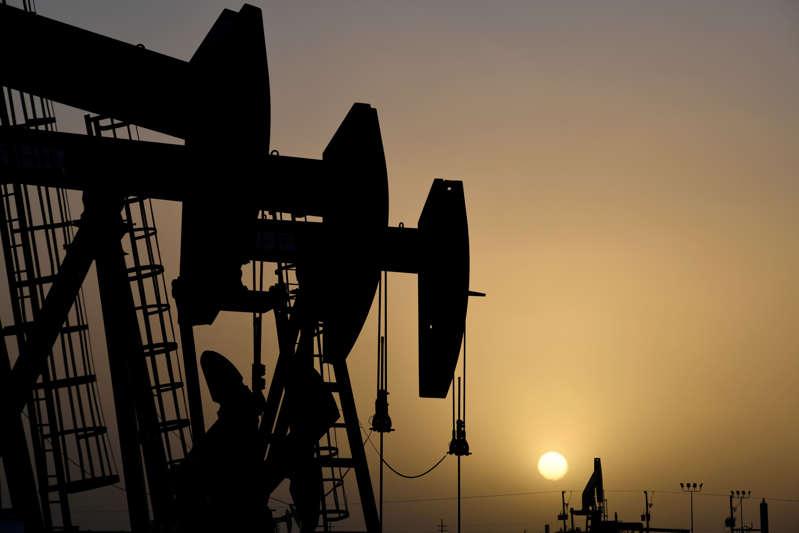 Existencias de petróleo en Estados Unidos habrían caído la semana pasada