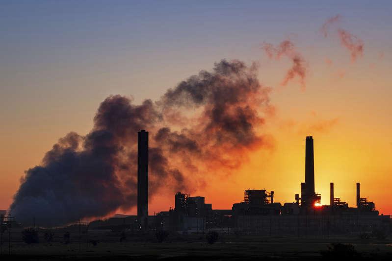 Agencia energía pide fin de inversiones en combustible fósil