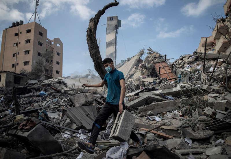 Israel bombardea Gaza con nuevos ataques aéreos a pesar de que Biden se une a las peticiones de alto el fuego