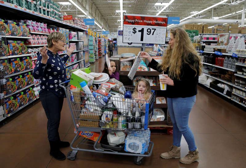 Walmart sube su pronóstico de ganancias anuales