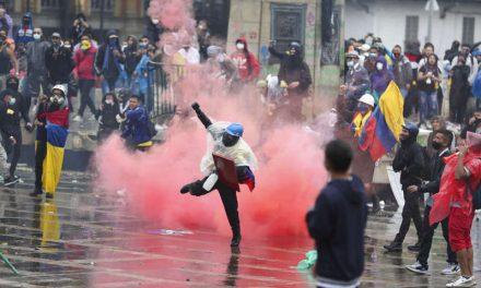 Abusos policiales, demandas sociales, crisis económica y una pandemia: Colombia vive una tormenta perfecta