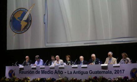 """La SIP denuncia el """"grave ataque a la democracia"""" en El Salvador"""