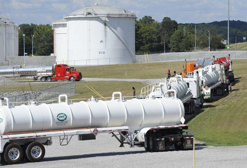 ciberataque obliga a cerrar a uno de los principales oleoductos que suple de combustible al este de Estados Unidos