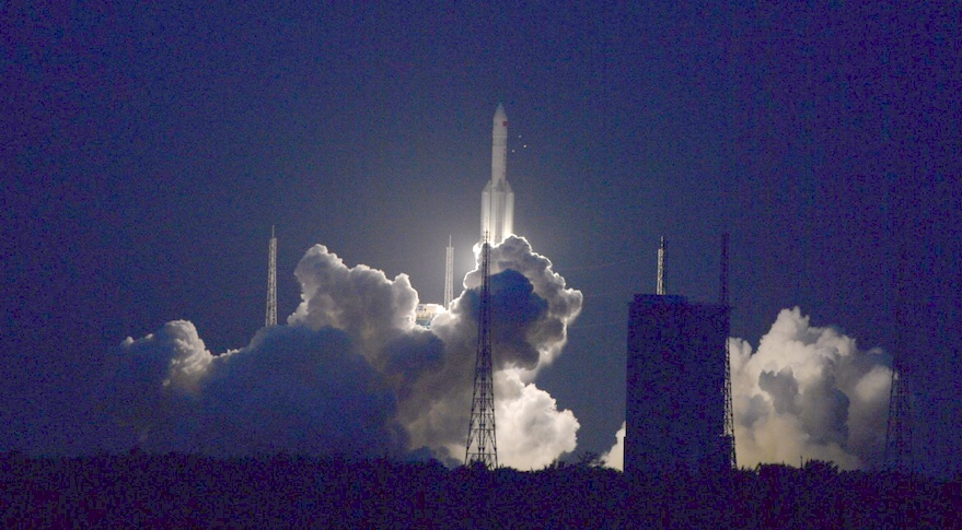 Enorme cohete chino cae de nuevo a la Tierra, su reeingreso es incontrolado