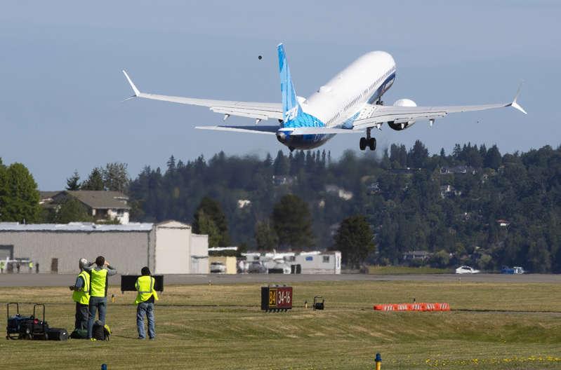 Nueva versión del 737 Max de Boeing hace 1er vuelo de prueba