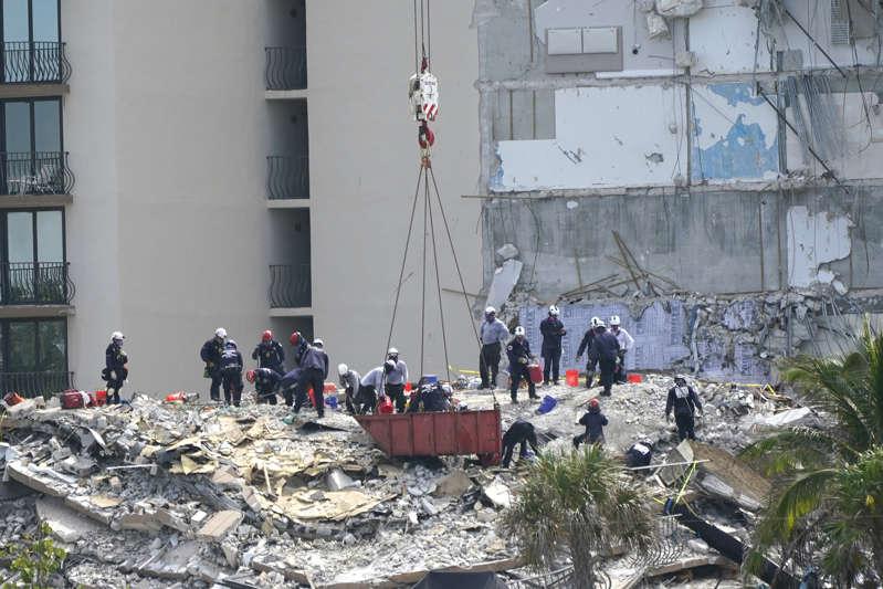 Asciende a cinco el número de muertos confirmados en el colapso del edificio en Miami