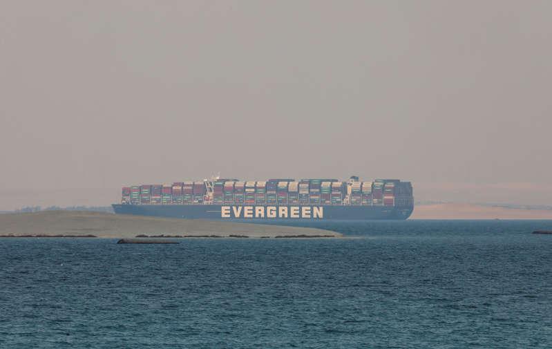 Termina confiscación de buque que bloqueó Canal de Suez