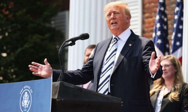 Donald Trump demanda a Facebook, Twitter y Youtube por remover sus cuentas