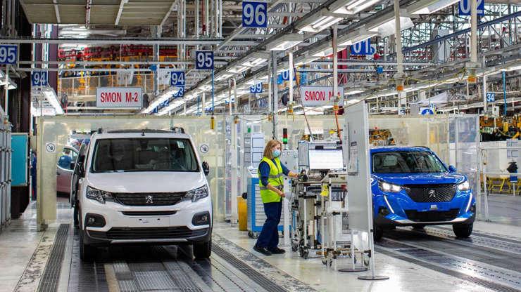 Stellantis ya fabrica 6 nuevos comerciales eléctricos en Vigo