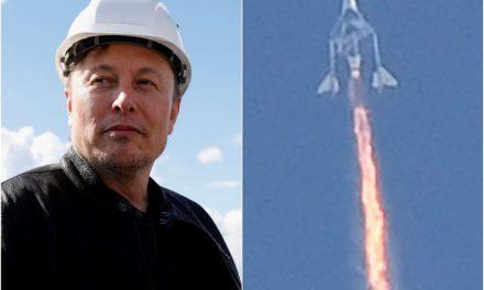 Musk compra un boleto para el vuelo espacial de Branson
