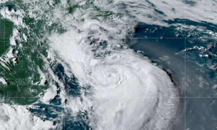 El huracán Henri pone a 42 millones bajo alertas en la costa noreste de Estados Unidos