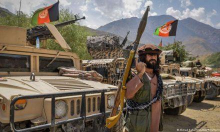Con armamento Estadounidense, combatientes talibanes avanzan a zona rebelde en Afganistán