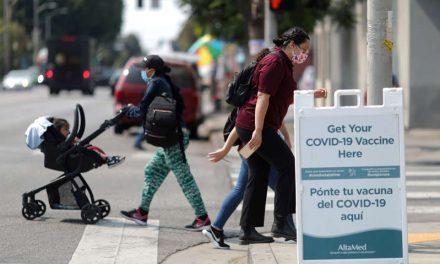 Datos en Estados Unidos muestran aumento de infecciones entre totalmente vacunados
