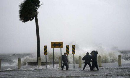"""El huracán Ida toca tierra en Louisiana con vientos """"catastróficos"""" de al menos 150 millas por hora"""