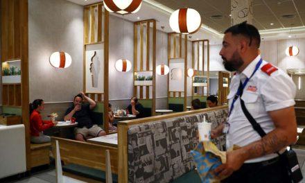 McDonald's y otros evalúan cerrar zonas interiores de asientos por avance de Delta en Estados Unidos